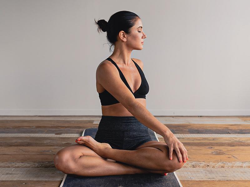 Les bienfaits du yoga et 5poses faciles